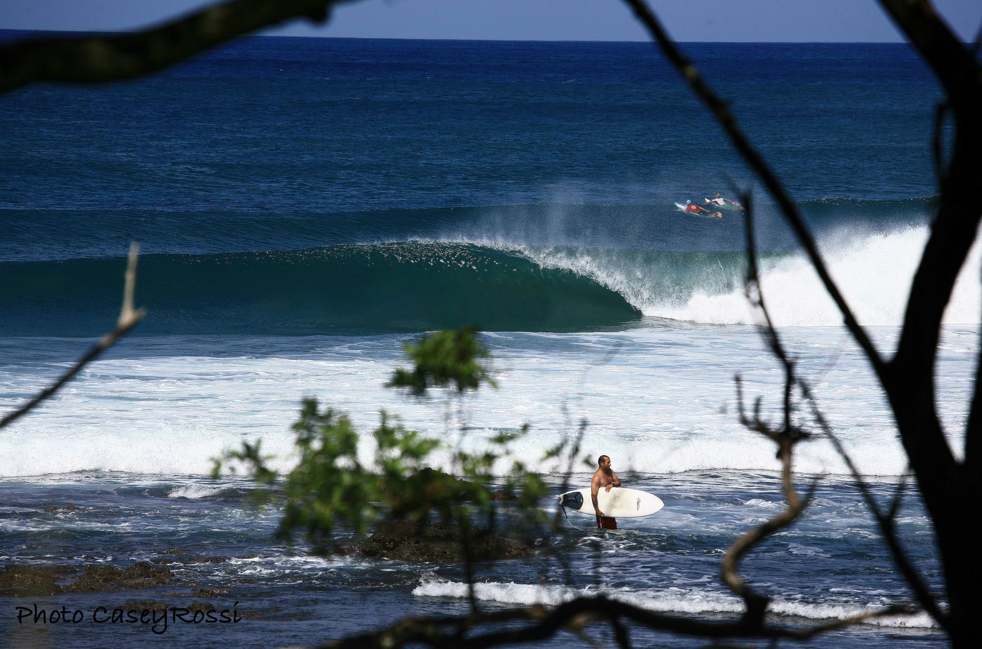 Surfers taking advantage of Nosara eaves